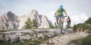 Mit dem E-Bike die Dolomiten erkunden